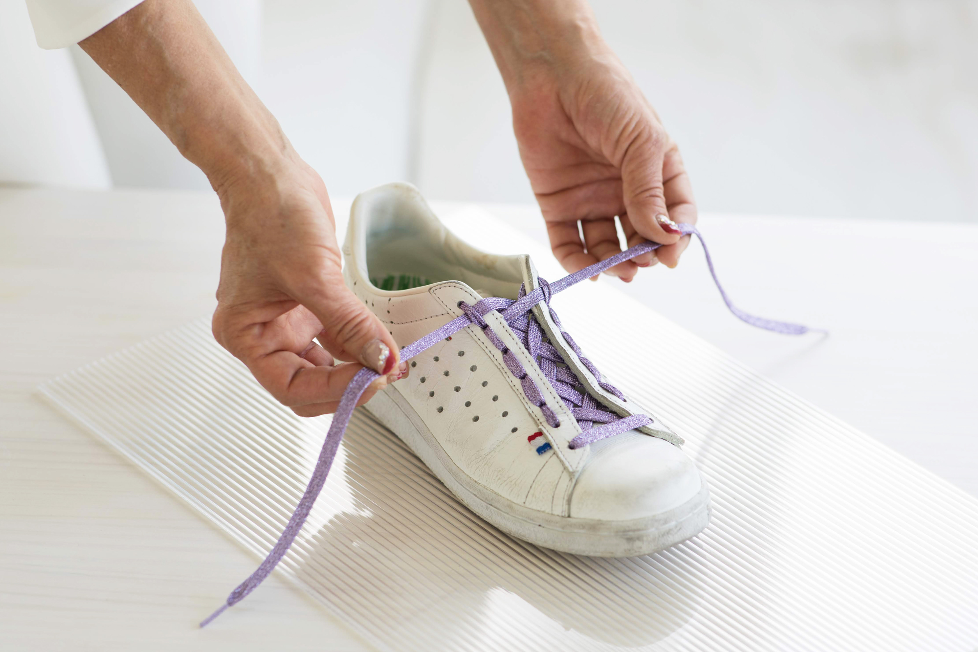 正しいスニーカーの紐の結び方